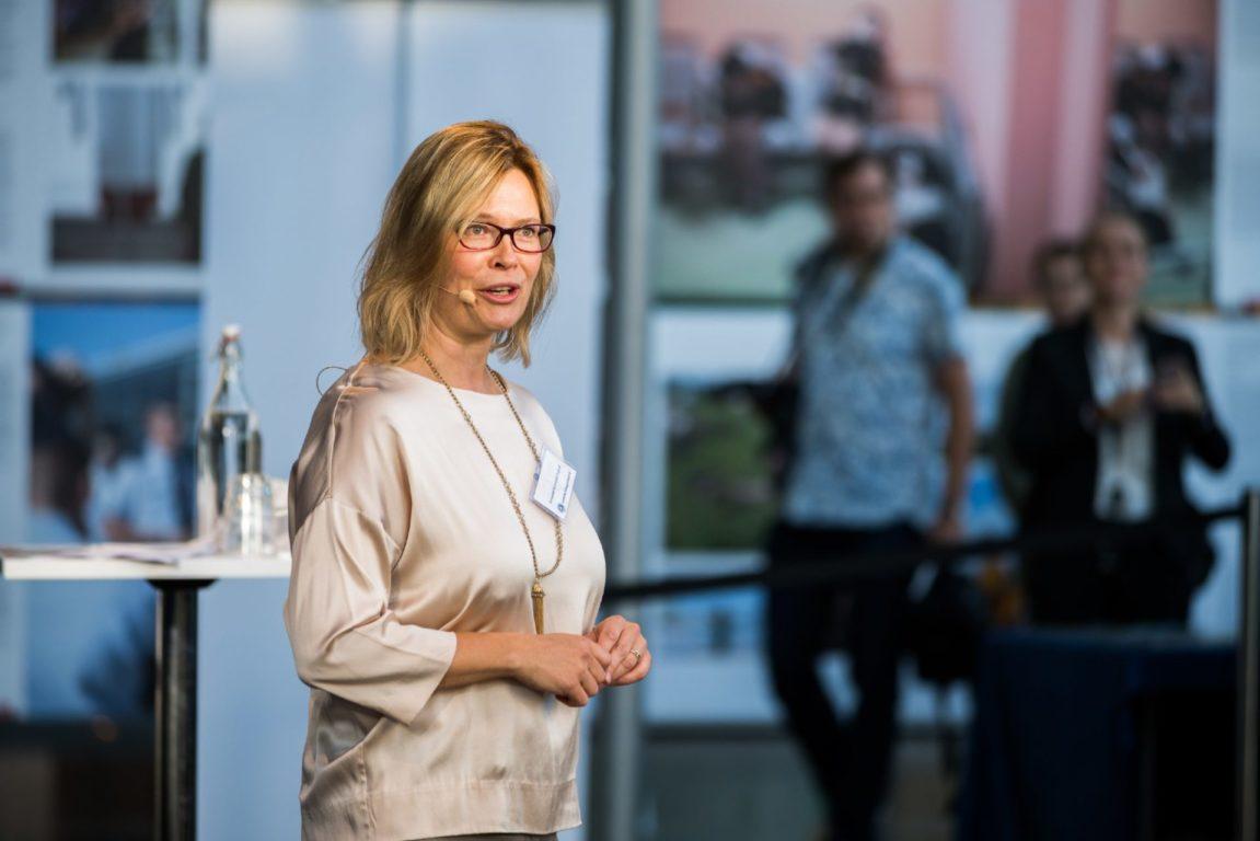 Säätiön asiamies Annamari Arrakoski-Engardt avasi Itämeripäivän lanseerauksen.